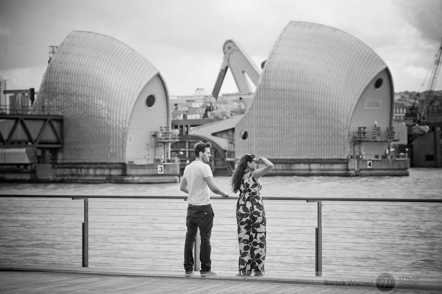 Stylish_wedding_pre_wedding_photos_canary_wharf_london_session11